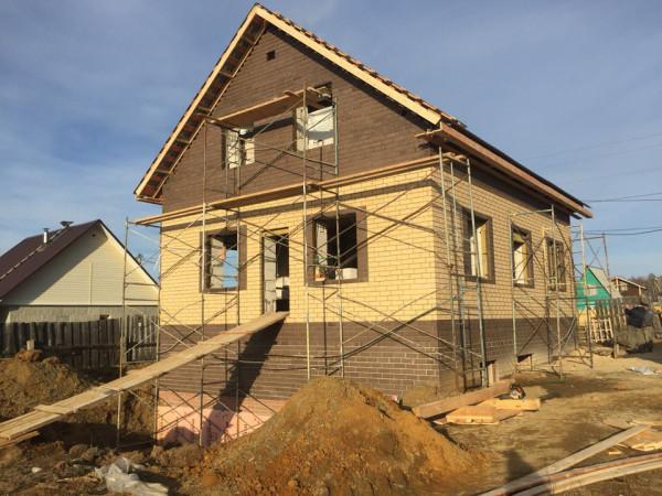 Двухэтажный жилой дом из пеноблока на 210 кв.м